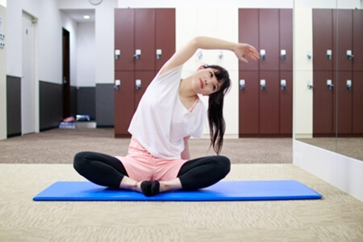 世界一受けたい授業【肩こり・腰痛改善】腕伸ばし&壁ペタ伸ばし&腹筋・太もも伸ばしのやり方を佐藤義人先生が伝授