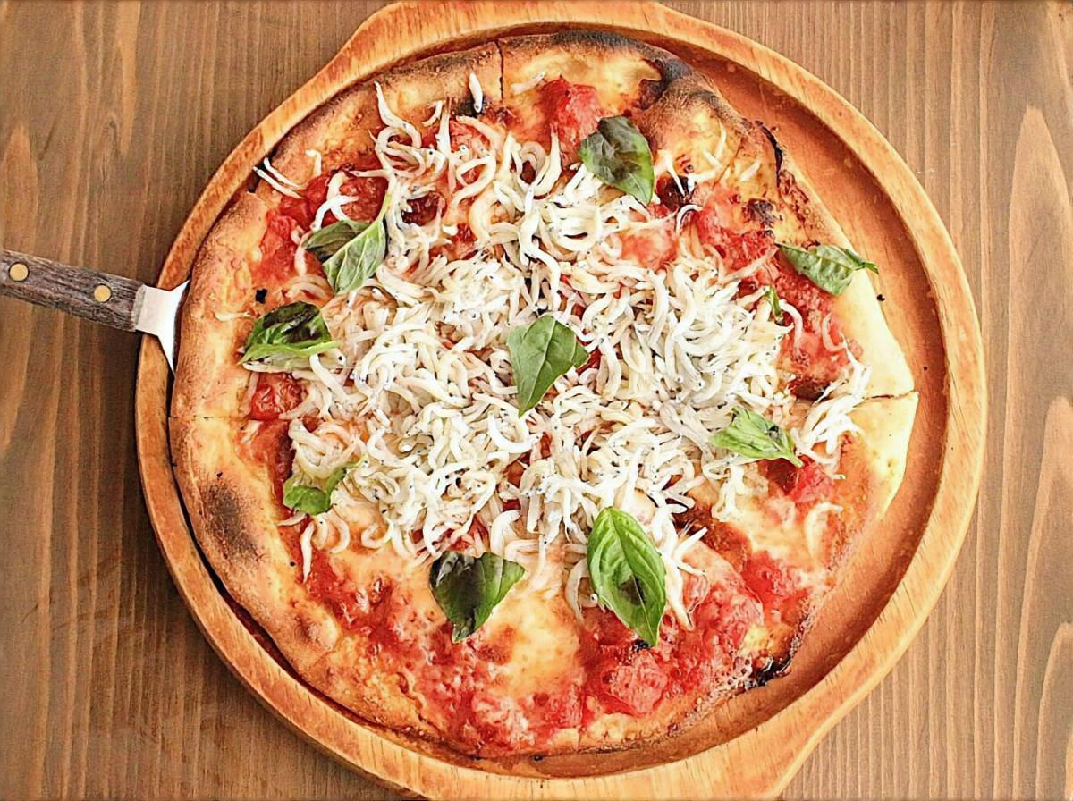 梅しらすピザ