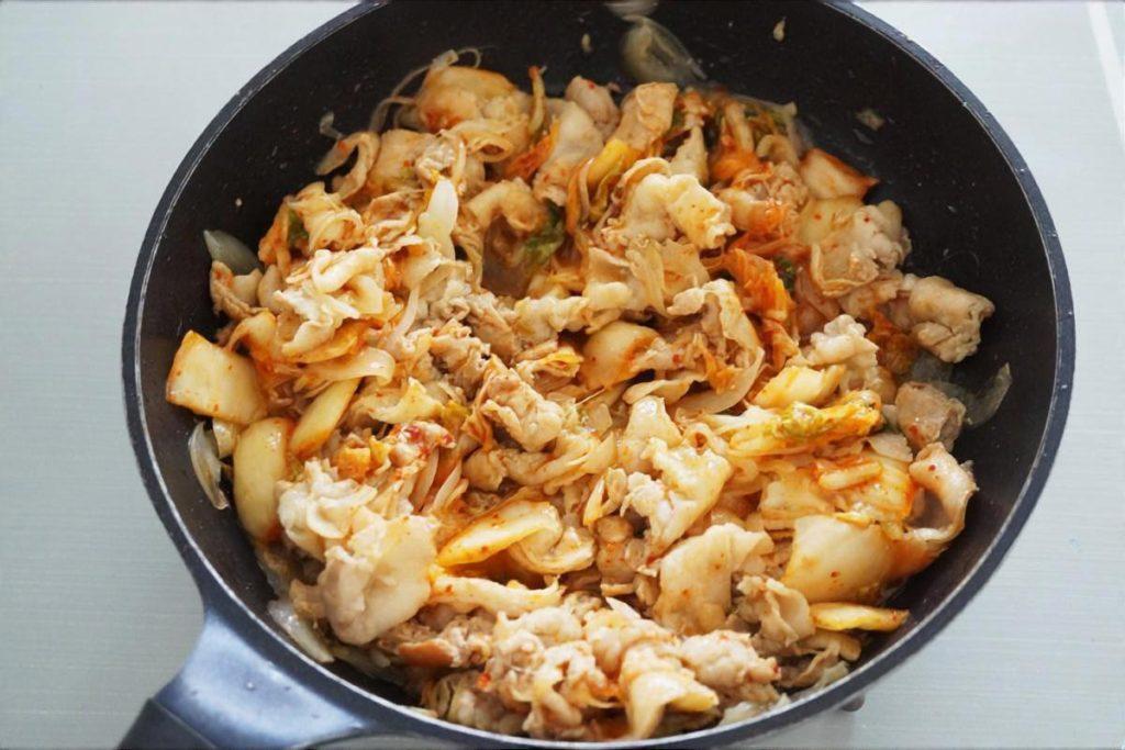 たたききゅうりの豚キムチ炒め
