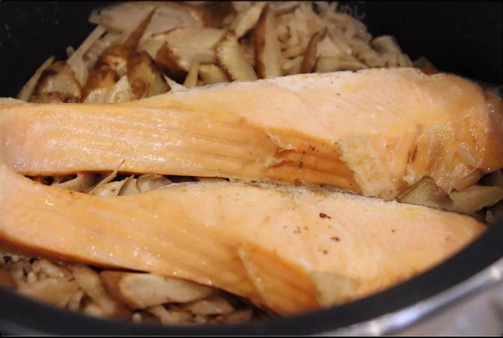ごぼうと鮭の炊き込みご飯