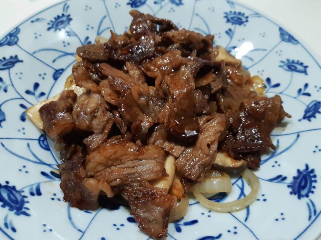 牛肉の甜麺醤炒め パン&葉っぱ包み