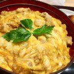 【キャスト】家庭で簡単!濃いコクふわトロ親子丼の作り方を紹介!割烹二条 やま岸のレシピ