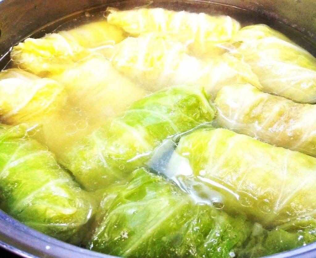白菜と大きな肉だんごの鍋