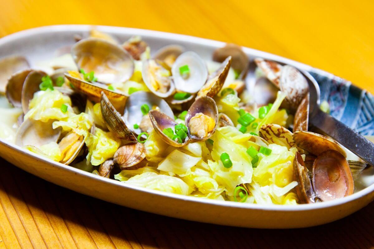 【3分クッキング】あさり、塩だら、キャベツの蒸し炒めの作り方を紹介!田口成子さんのレシピ