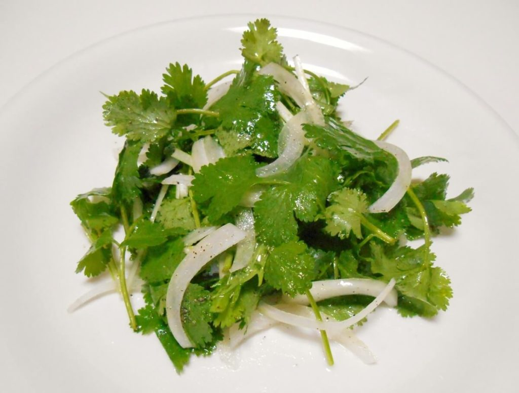 レンジ蒸し鶏と春野菜のサラダ