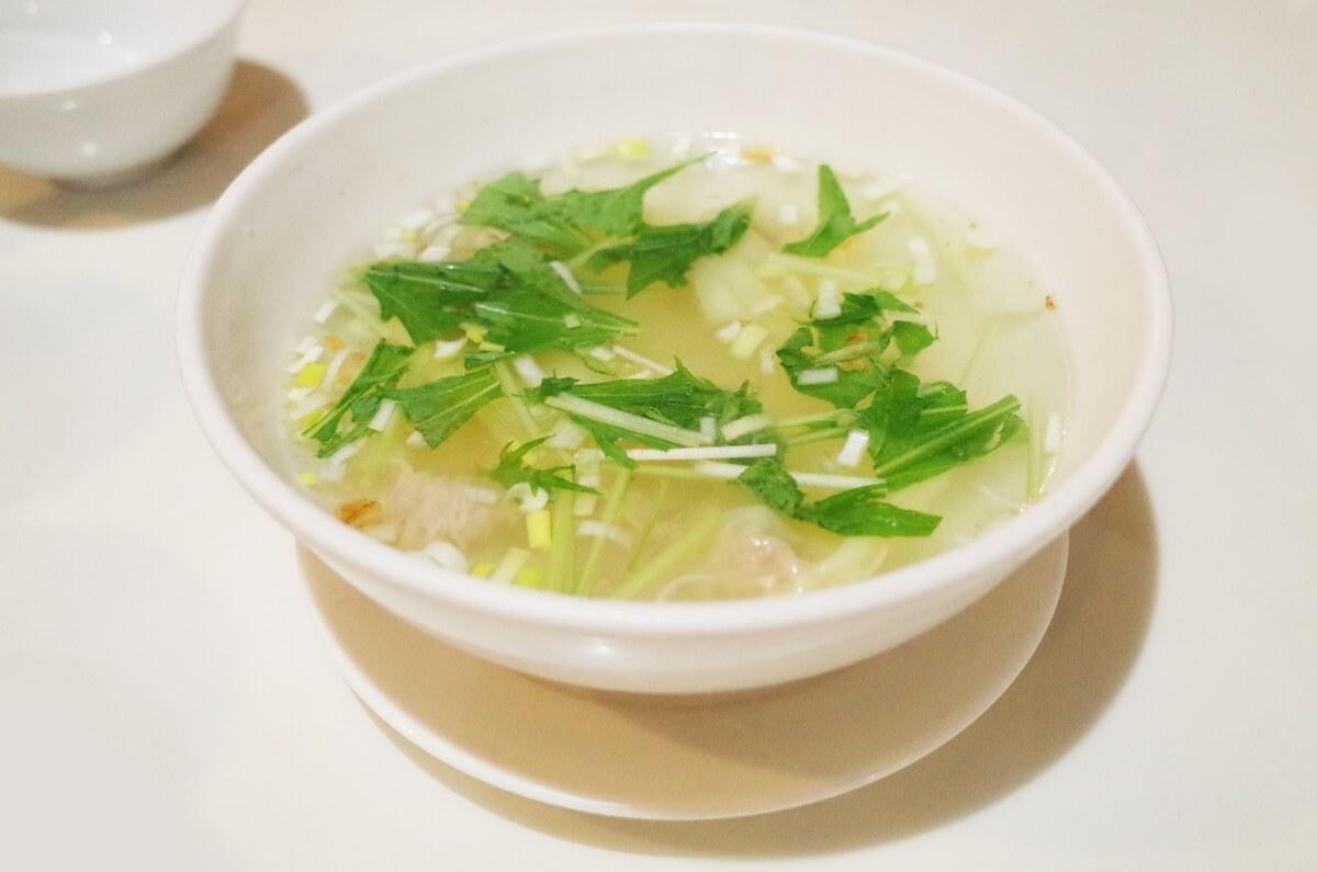 鶏皮だしのスープ