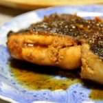 【まる得マガジン】煮崩れしないかれいの煮つけの作り方を紹介!若菜まりえさんのレシピ