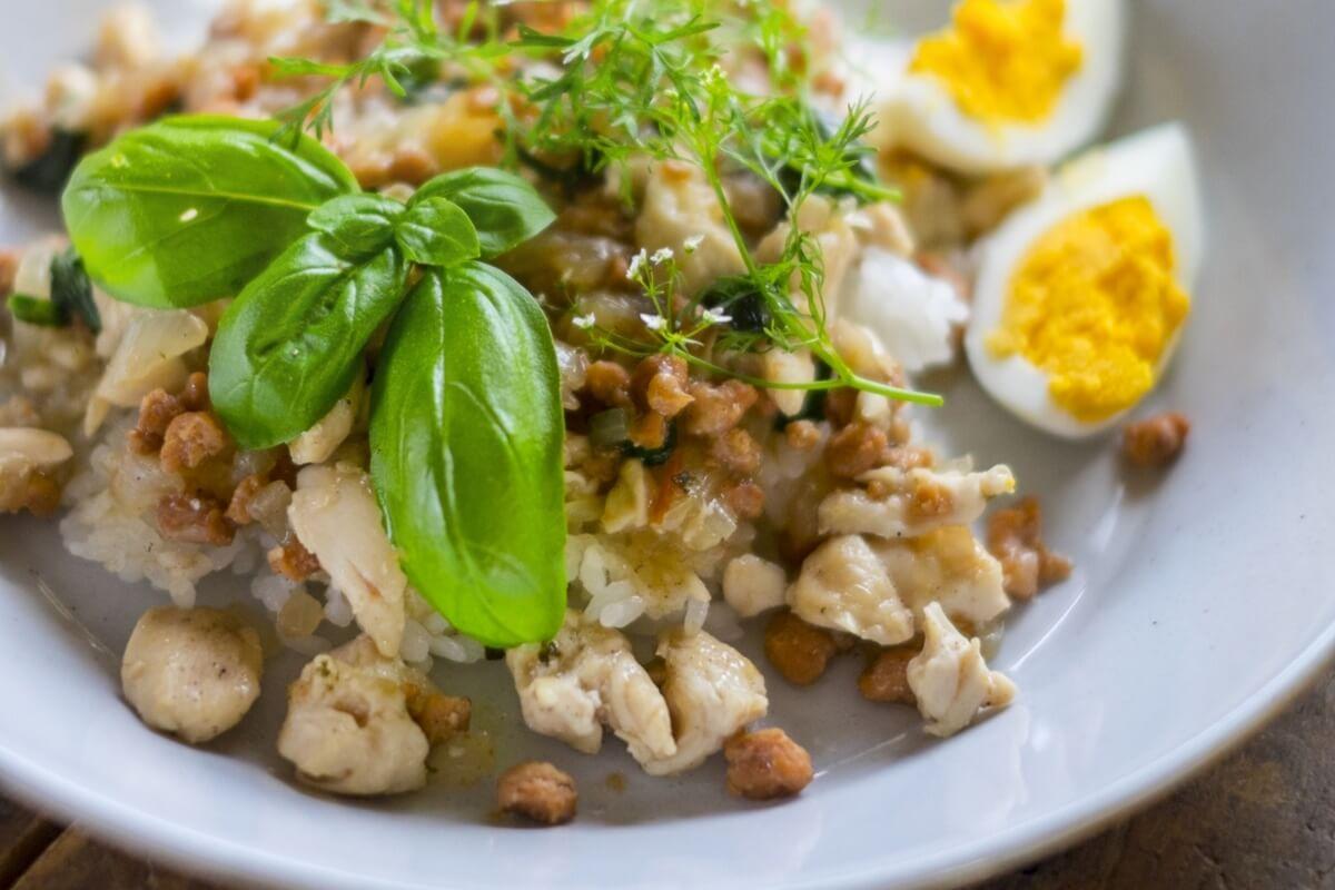 【3分クッキング】鶏肉とワタナベマキさんのレシピカシューナッツのバジル炒めの作り方を紹介!ワタナベマキさんのレシピ