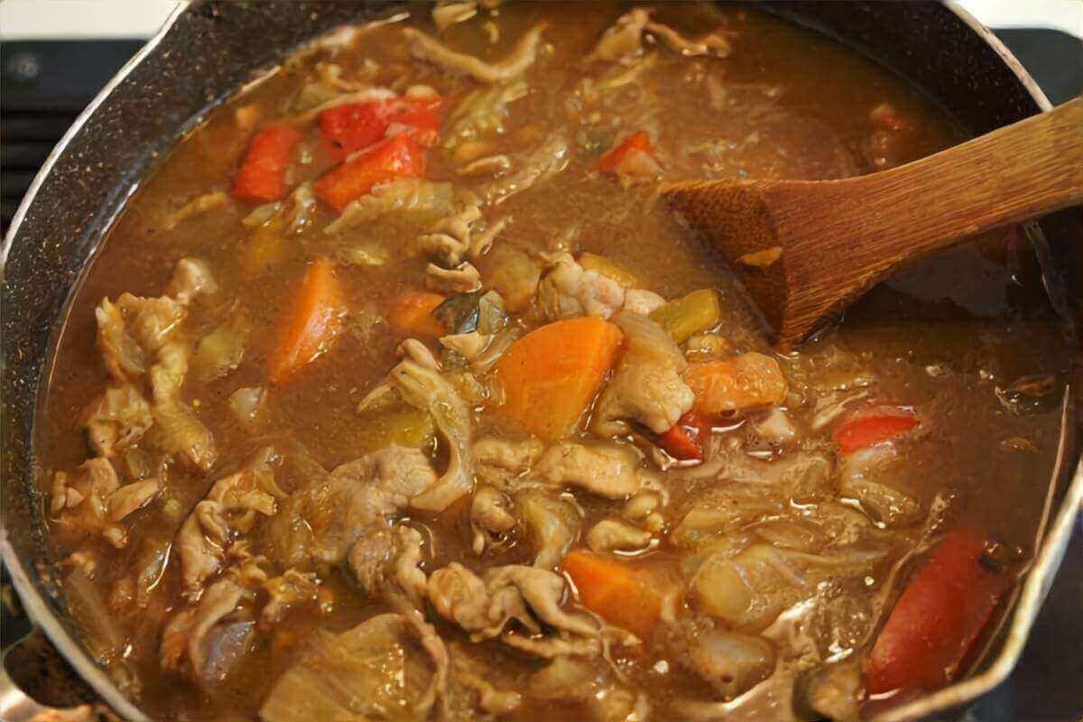 【キャスト】かつお節を使った宮家特製だしカレーの作り方を紹介!宮章雅さんのレシピ