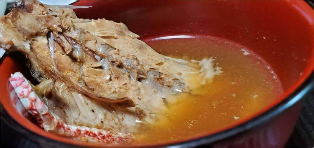 鮭缶の味噌汁