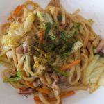 【おかずのクッキング】豚バラと玉ねぎの焼きうどんの作り方を紹介!土井善晴さんのレシピ