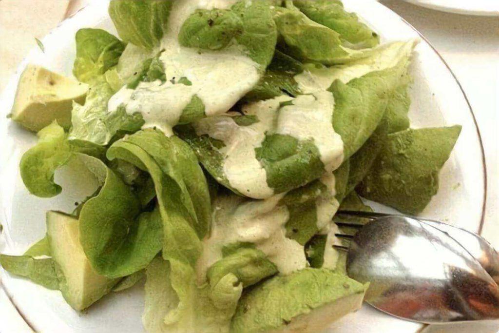 小松菜とアボカドの和え物