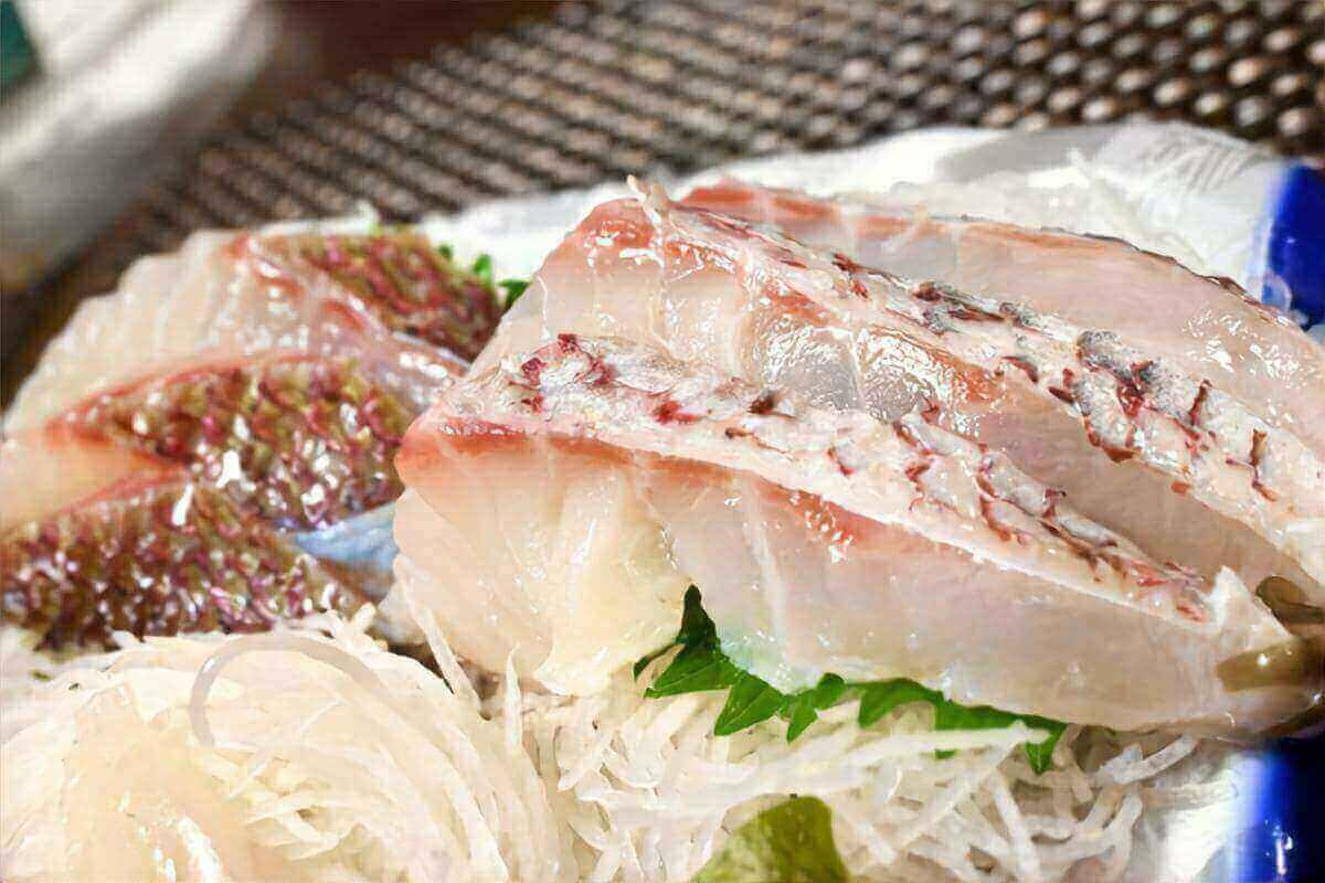 【キャスト】スーパーの鯛の刺身がもっと美味しくなる裏ワザを紹介!宇佐泰右さんのレシピ