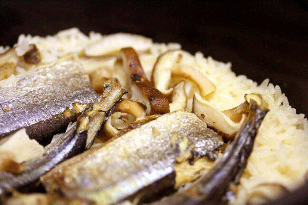 サンマ缶とチーズの洋風炊き込みご飯